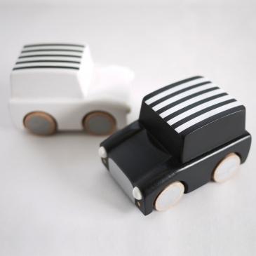 La petite voiture en bois