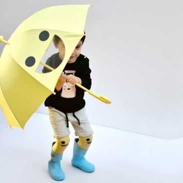 Le grand parapluie jaune