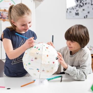 Globe en papier à colorier