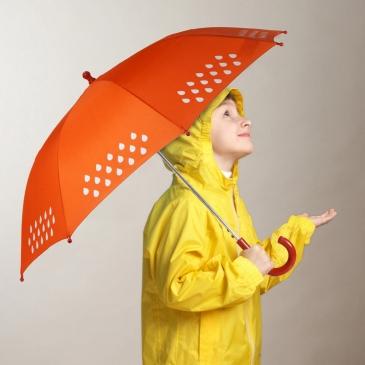Le parapluie qui change de couleur sous l'eau