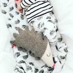 Hérisson en peluche au tricot